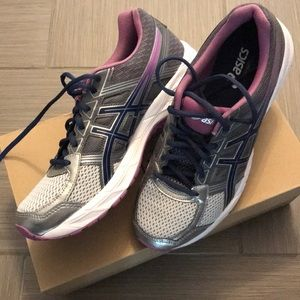 ASICS LIKE-NEW Gel Contend 4 running shoes